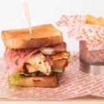 Sandwich clásico en Restaurante Atracón Express