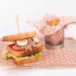 Exquisito Sandwich de atún en Restaurante Atracón Express